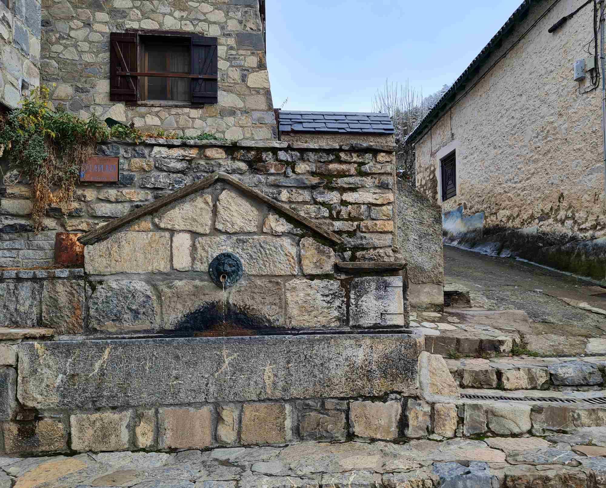 Fuente de la Plaza (El Pueyo de Jaca)